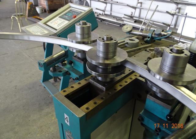 Rozsdamentes zártszelvény ívesítés 40x40 mm.